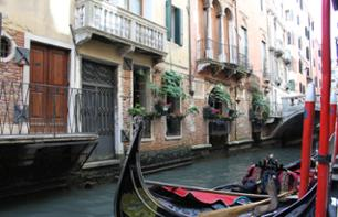 Romance in Venice: Private Gondola Ride & Romantic Meal in a Traditional Restaurant